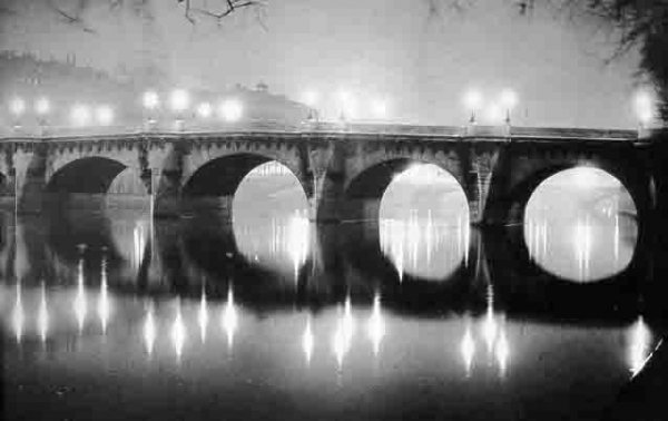 george-brassa-pont-neuf-at-night-1933-1340388770_b.jpg