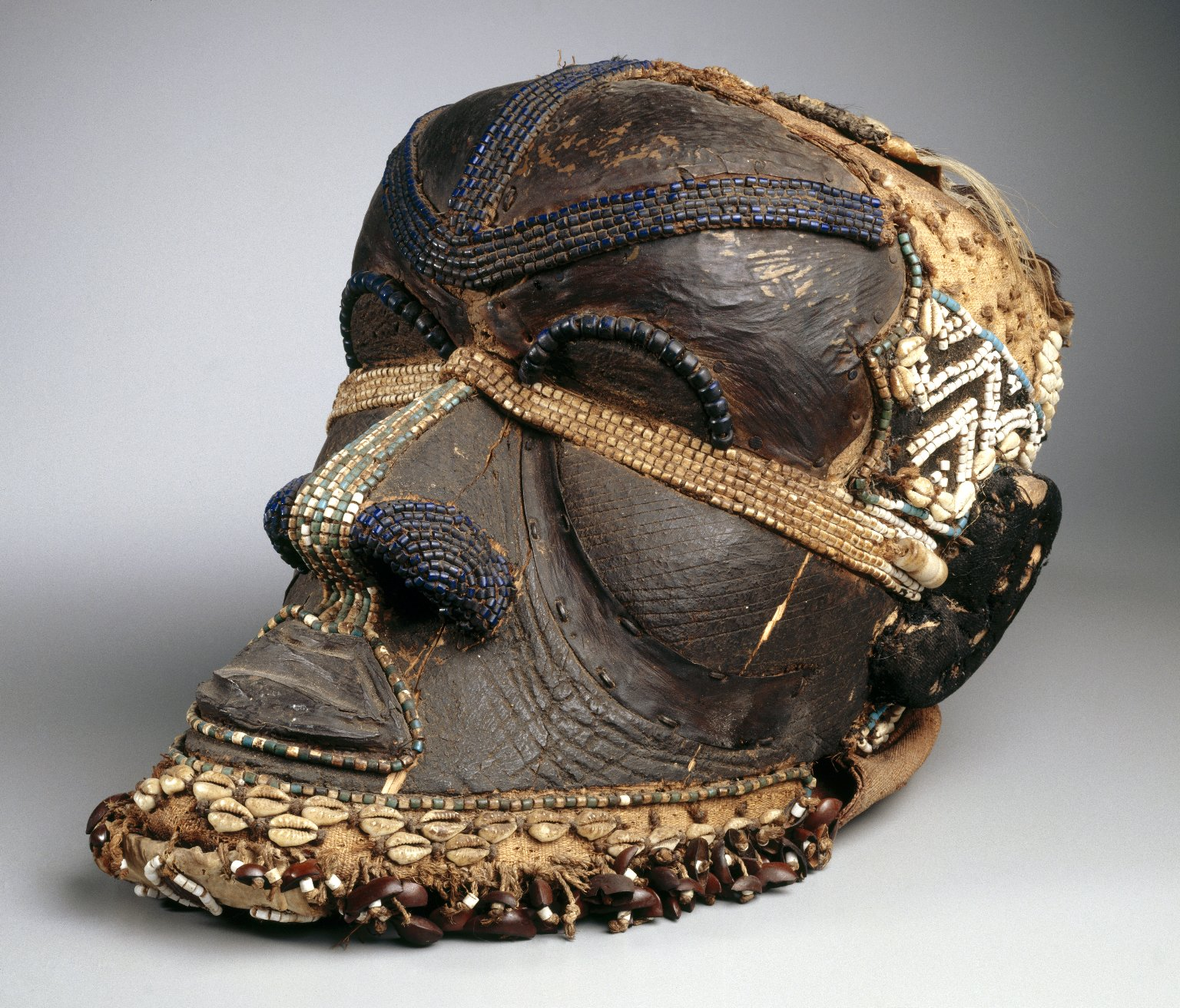 http://lounge.obviousmag.org/tanto_mar/Brooklyn_Museum_73.178_Bwoom_Mask.jpg