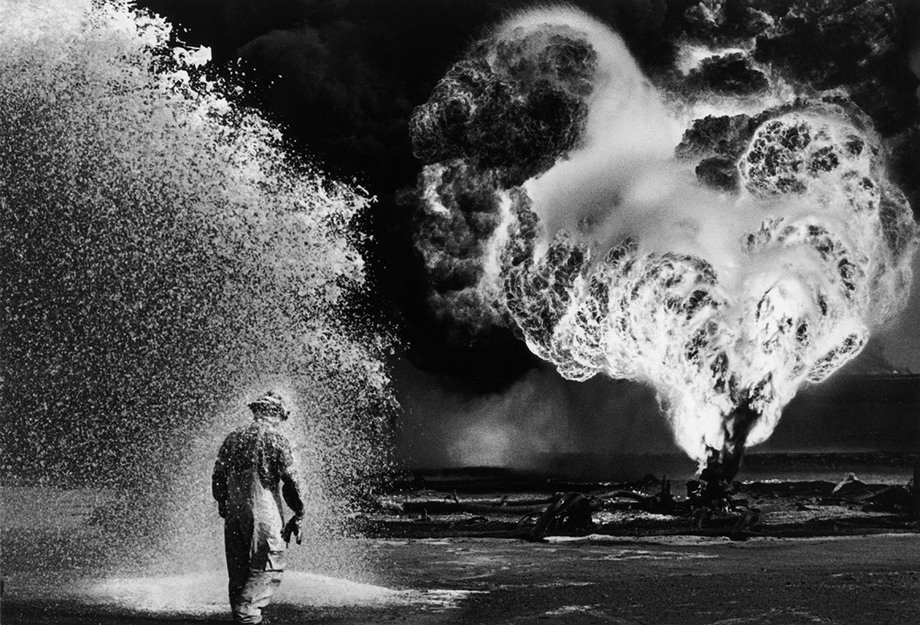 sebastiao-salgado-oil-wells-firefighter-greater-burhan-kuwait-1991.jpg