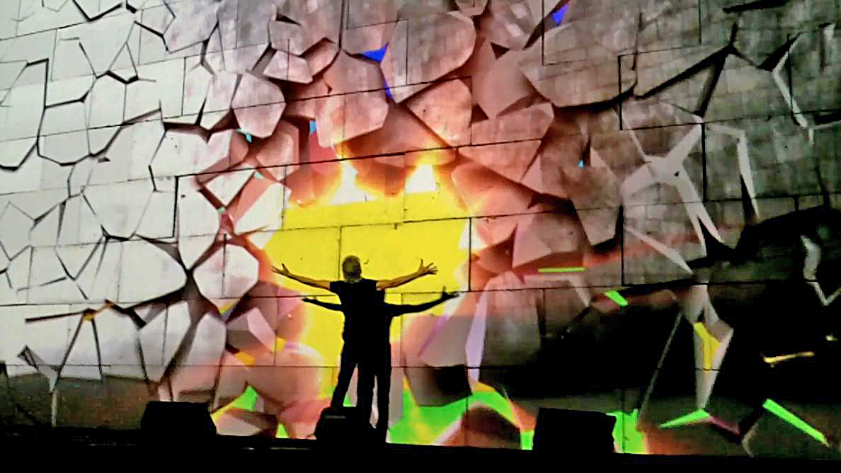 Roger_Waters_The_Wall_Live_Kansas_City_30_October_2010_2.jpeg